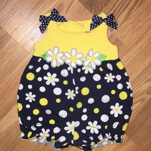 Goodlad baby girl sunflower romper size 9m